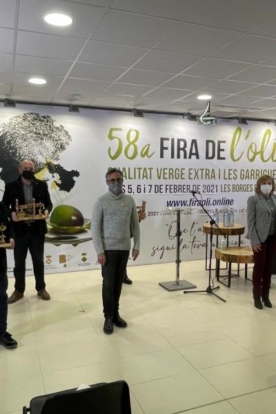 L'oli de qualitat català reforça el seu posicionament amb Anna Recetas Fáciles i l'entrenador del primer equip femení FC Barcelona, Lluís Cortés, que esdevenen ambaixadors